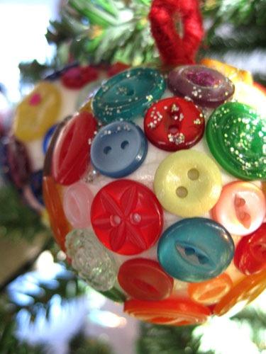 bola-de-natal-artesanal-botões-1