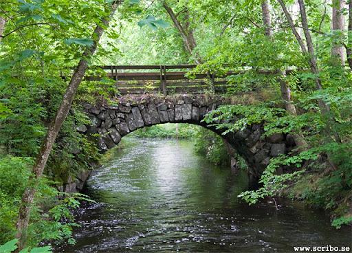 Gamla landsvägsbron i Vattholma. En stenbro från 1758