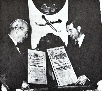 1955 El Papa negro y Antonio Bienvenida (Carteles 6 toros) 001