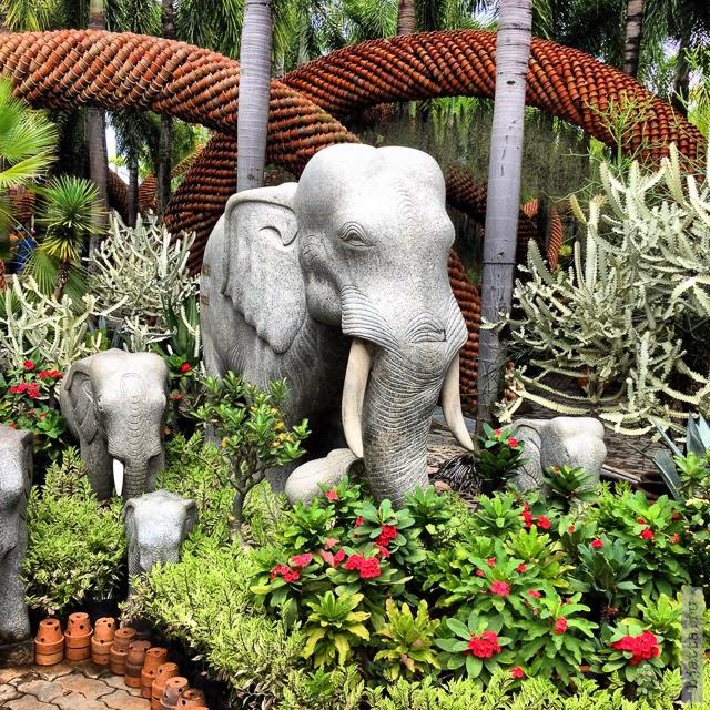 2012. Nong Nooch. Thailand. Pattaya. Злой слон, для отпугивания злых духов.