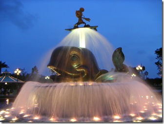 Hong-Kong-Disneyland-Fountain