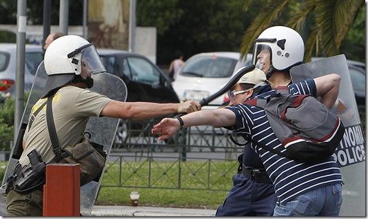 A-riot-policeman-strikes--004