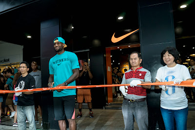 other event 140724 lebron rise tour asia 1 19 LeBron James Sneaker Rotation During 2014 Rise Tour in Asia