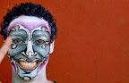 La murga tiene mucho de espectáculo teatro-musical, de Comedia del Arte, pero en versión uruguaya / Foto: Leonardo Correa y Anibal Bogliaccini.