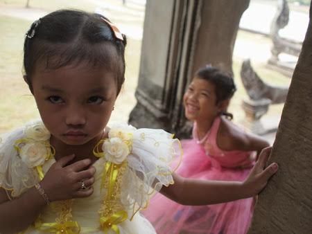 Doi romani si-un tricolor in jurul lumii: Cambogia, langa Angkor Wat