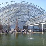 Центром комплекса является стеклянный павильон - уникальная, единственная в своем роде в Европе конструкция из стекла и стали. Все здания - выставочные павильоны, рестораны, конгресс-центр, администрация - соединены стеклянными переходами.