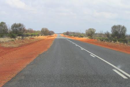 Soseaua Alice Springs - Uluru