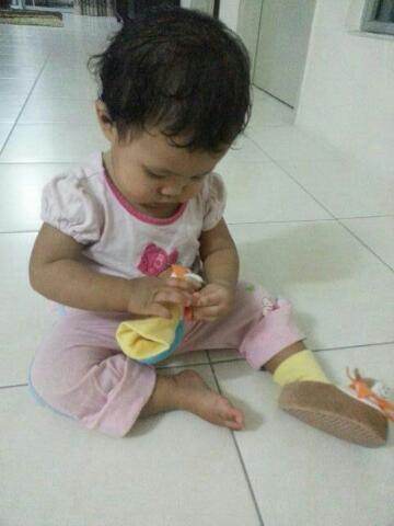 Tips memilih kasut bayi belajar berjalan