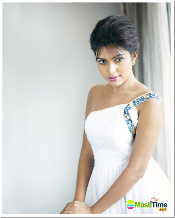 Amala_paul_Latest_Hot_Glamour_Photo_shoot_Stills-2012