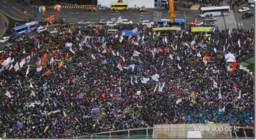 2011 전국노동자대회가 13일 오후 서울 시청광자에서 노동자들과 시민들이 참가 시청광장을 가득 메우고 있다.