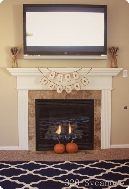 simple thanksgiving mantel