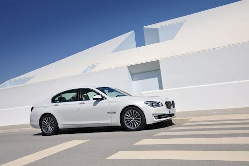 2013-BMW-7-Series-01.jpg