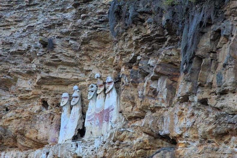 sarcophagi-karajia-1