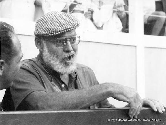 Arènes de Bayonne été 1959, Jean VELEZ réalise ce portrait d'Ernest Hemingway