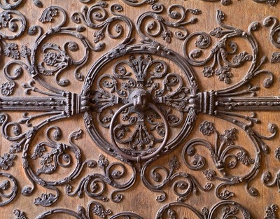 Anneau du droit d'asile sur le portail du Jugement de Notre-Dame de Paris  (France)
