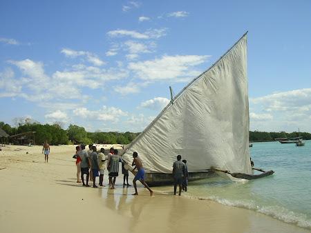 Excursii Zanzibar: ridicarea panzei la dhow