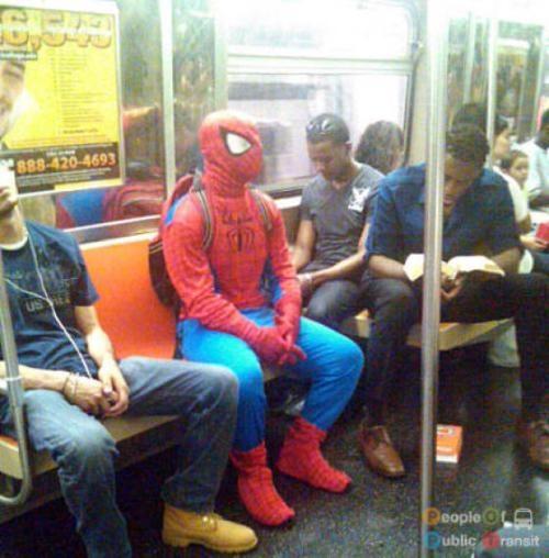 pessoas bizarras em metrô (19)