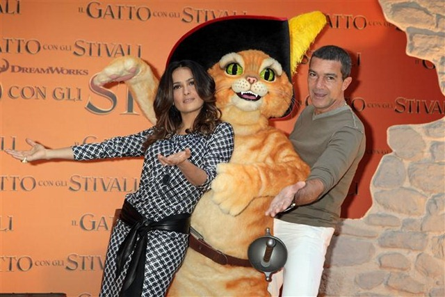 Italy Premiere Puss in Boots Rome Photocall and Press Conference (1) (Small)