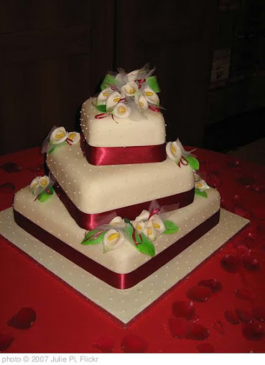 'wedding cake by mum' photo (c) 2007, Julie Pi - license: http://creativecommons.org/licenses/by/2.0/