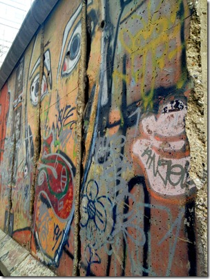 berlin-wall-nyc-paley-park