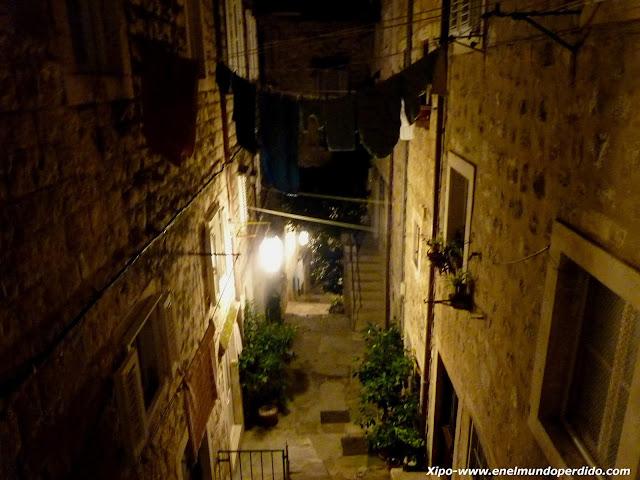 calles-nocturnas-de-dubrovnik.JPG