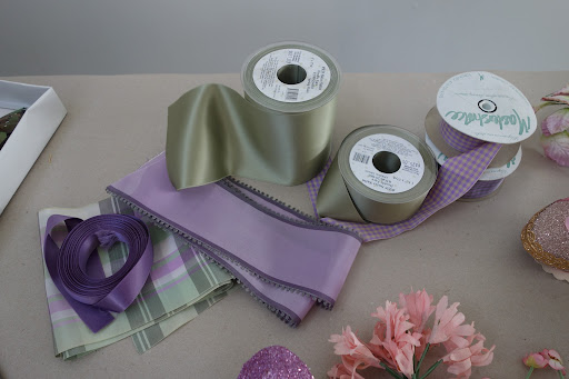 Purple has always been the color of royalty and is particularly traditional for the Easter holiday. Well-placed tufts of pink and green lent both depth and softness to the bold hue, down to the ribbon that tied it all together.