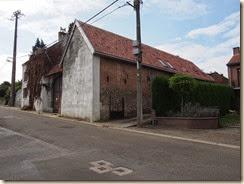 Wouteringen (Otrange), Rue des Combattants (tegenover de kerk). Het dak is vernieuwd