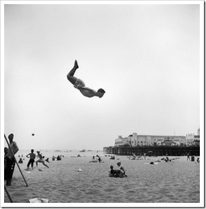 loomis-dean-man-flying-off-a-trampoline-at-santa-monica-beach