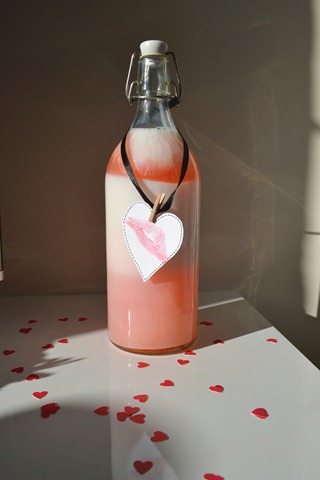 [valentines_day_bottle_diy1.jpg]