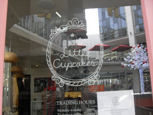 little cupcakes shop front