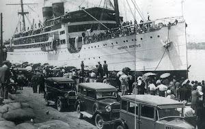 La Motonave INFANTA BEATRIZ entrando en el puerto de Palamos.Viatges Blaus. Foto del libro EL PUERTO DE PALAMOS