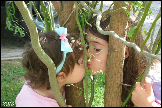 kissy face girls