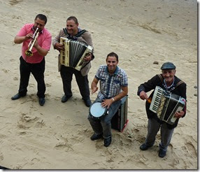 4 cheerful band playing  libertango
