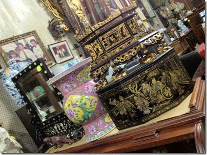 antique shop, Jonker Street, Malacca: Chanap box