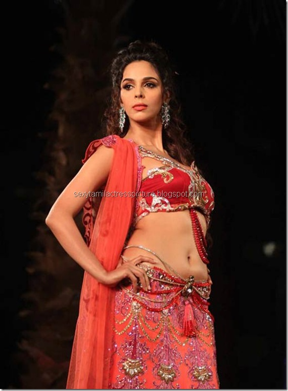 mallika_sherawat_hot_ramp_walk_stills_01