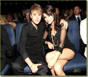 Justin-Bieber-Selena-Gomez-ESPY-Awards-2011-justin-bieber-23709277-1222-1019