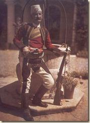 Un Bajraktar del Nord con abito tradizionale. (foto: Luigi Pellerano)