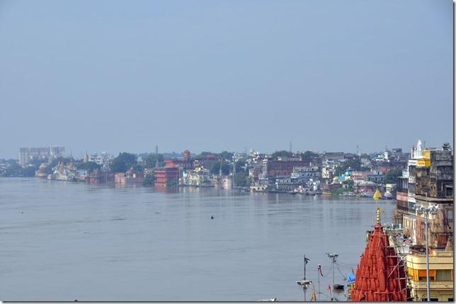 kajuraho varanasi 035 le Gange en crue