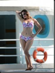 kelly-brook-bikini-0205-15-675x900