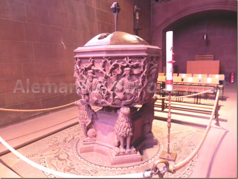 Worms Pia batismal da catedral de Worms (século XII)