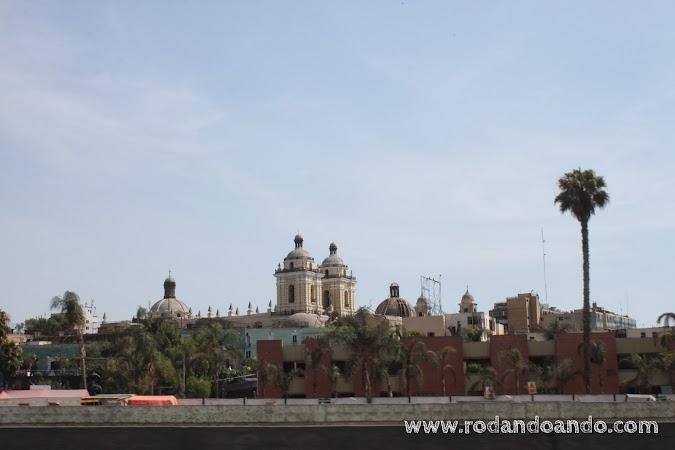 Pasamos por el lateral de la antigua Lima