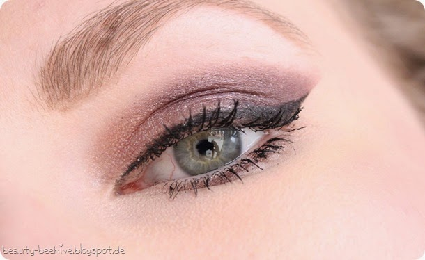 MAC Julia Petit Eyeshadow Duo Sagu Swatch Amu Make up Purplemyweek Cinderella Glitter Reflects Pearl 3