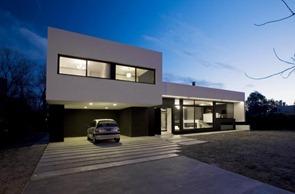 Casa-minimalista-Gran-Bell-House
