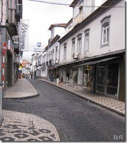 Ponta_Delgada_Geschäftsstrasse_Sonntag