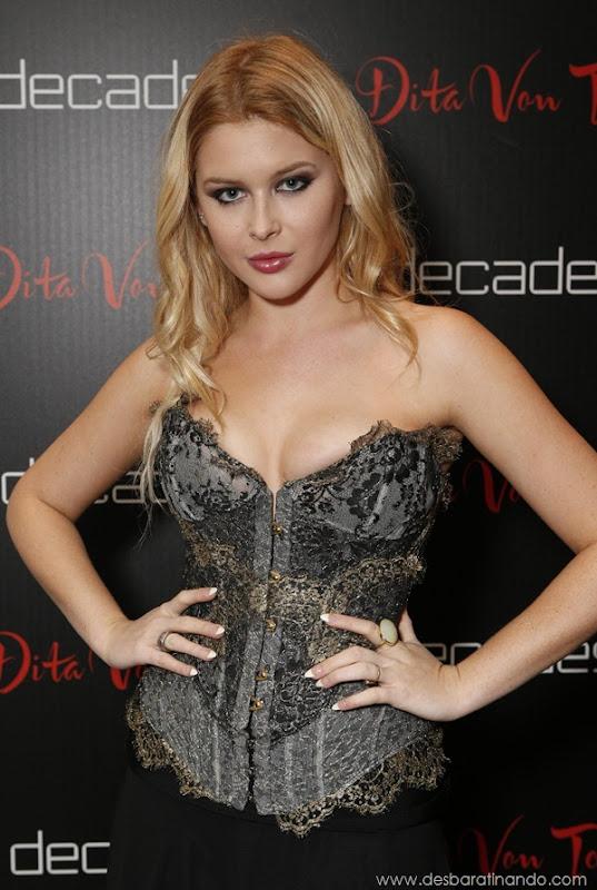 renee-olstead-linda-sexy-sensual-photoshoot-loira-boobs-desbaratinando-sexta-proibida (113)