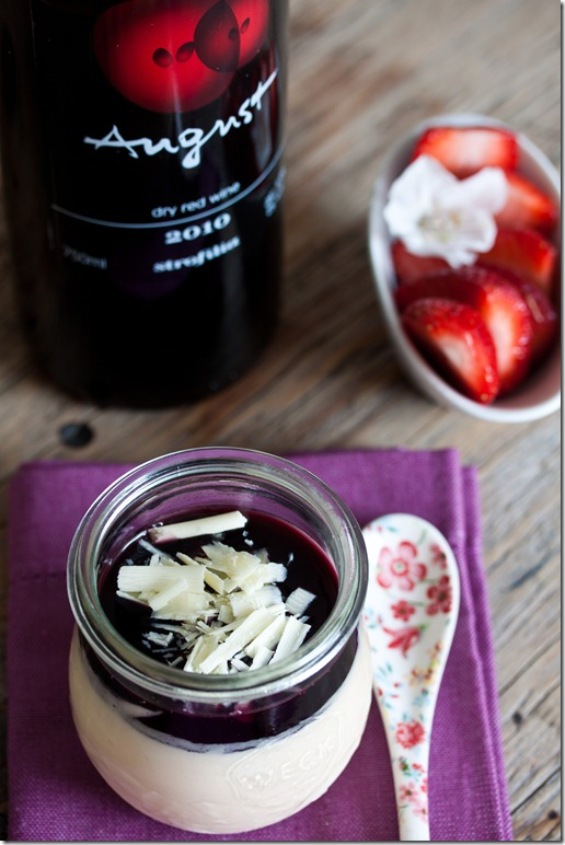 White chocolate parfait with red wine sauce (1 von 1)