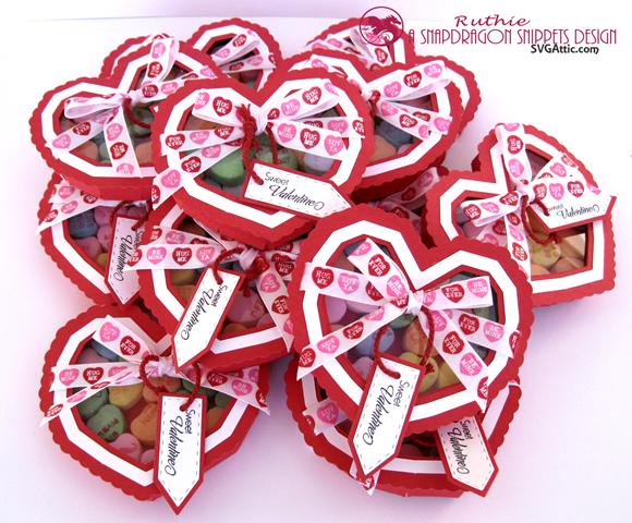 Heart see-thru lid box - SnapDragon Snippents - Caja en forma de corazon - Ruthie Lopez 2