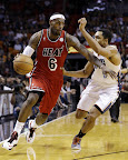 lebron james nba 130204 mia vs cha 02 LeBron Sets NBA Record of 6 Games with 30+ Points & 60+% FG