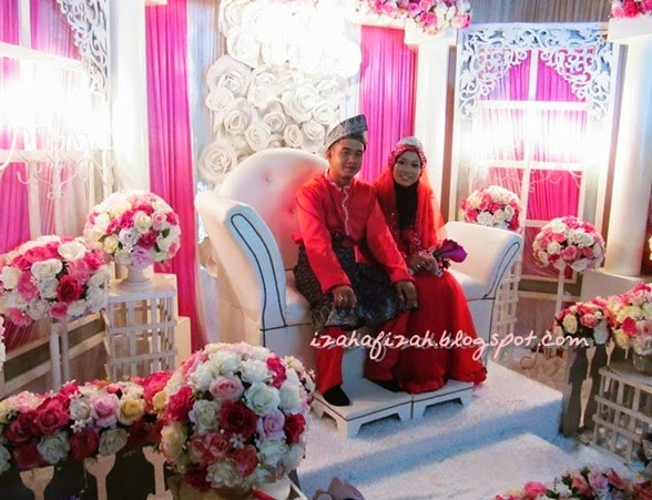 pasangan pengantin merah