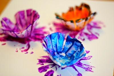 flores hechas con cajas de huevos (5)